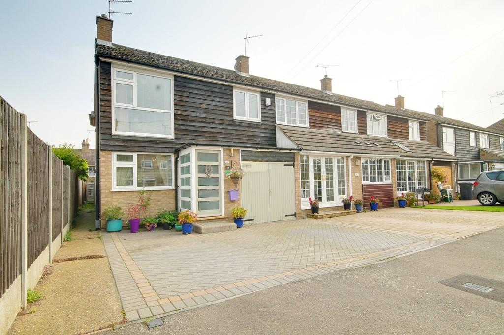 4 Bedrooms End Of Terrace House for sale in Orchard Close, Stanstead Abbotts
