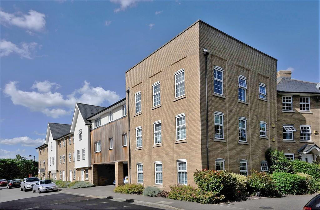 3 Bedrooms Apartment Flat for sale in Great Cornard, Sudbury CO10 0GF