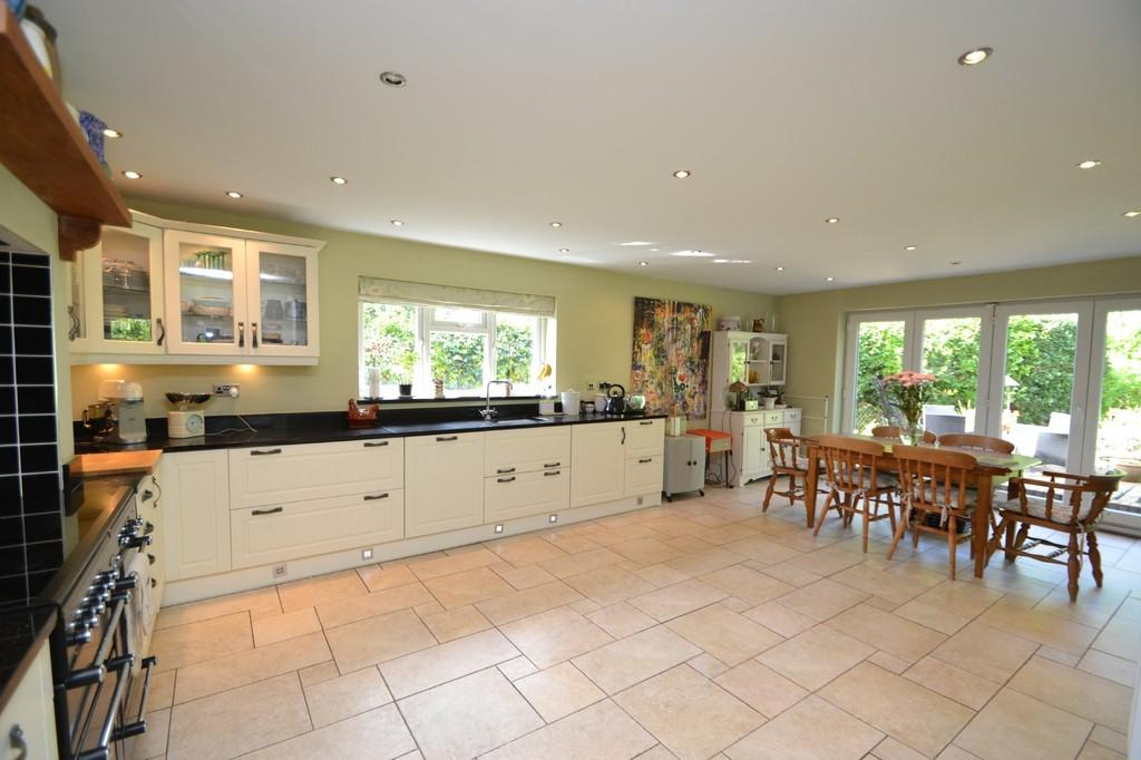 4 Bedrooms Chalet House for sale in Tuddenham Road, Ipswich, IP4 2SY