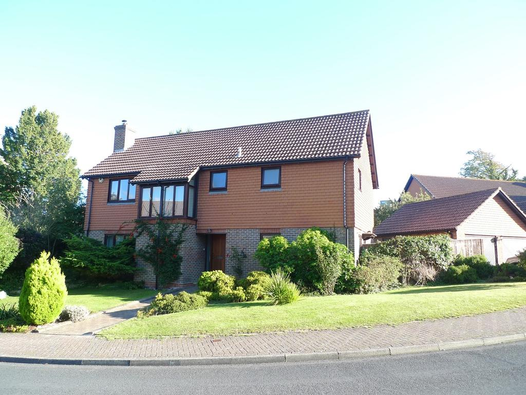 4 Bedrooms Detached House for sale in Saffrons Park, Lower Meads, Eastbourne, BN20