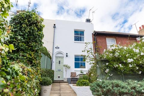 2 bedroom terraced house for sale - North Gardens, Brighton, BN1