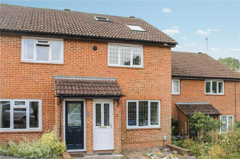 3 Bedrooms Terraced House for sale in Merrow Park