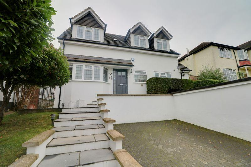 4 Bedrooms Detached House for sale in Graham Road, Purley