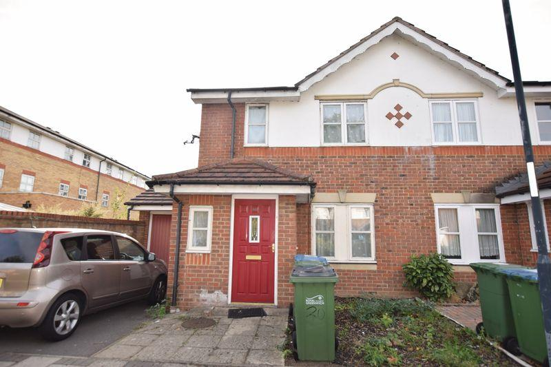 3 Bedrooms End Of Terrace House for sale in Lakeside Avenue, Thamesmead