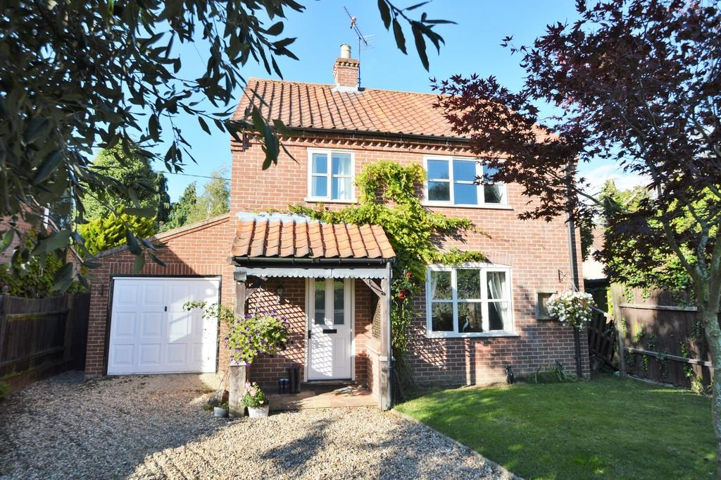 3 Bedrooms Detached House for sale in Skeyton