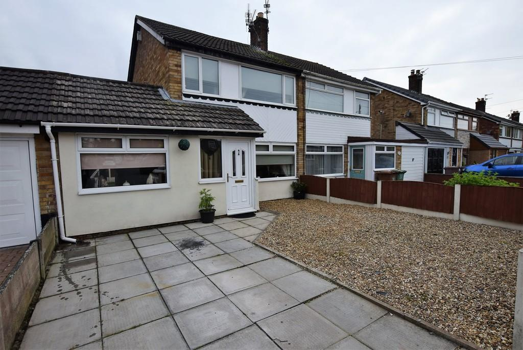 3 Bedrooms Semi Detached House for sale in Trent Close, Sutton Leach, St. Helens