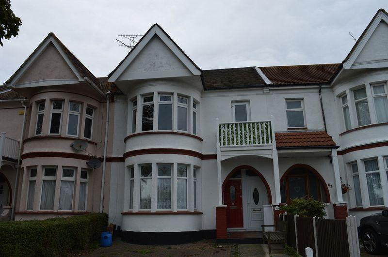 1 Bedroom Flat for sale in Riviera Drive, Southend-On-Sea
