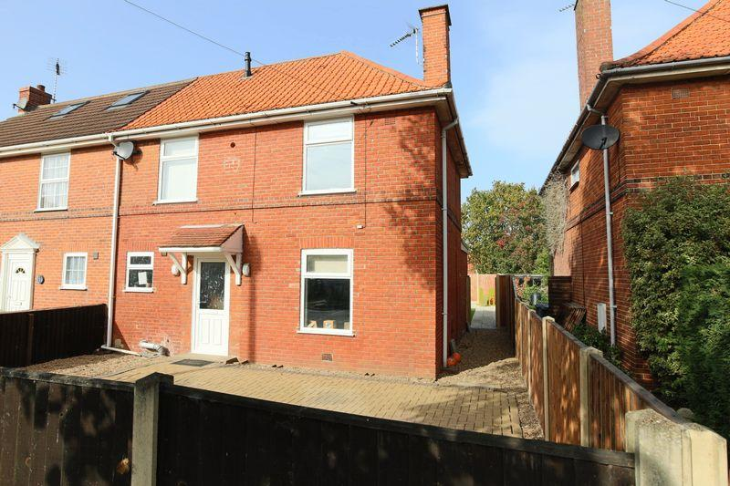 3 Bedrooms Semi Detached House for sale in Kirkley Gardens, Lowestoft