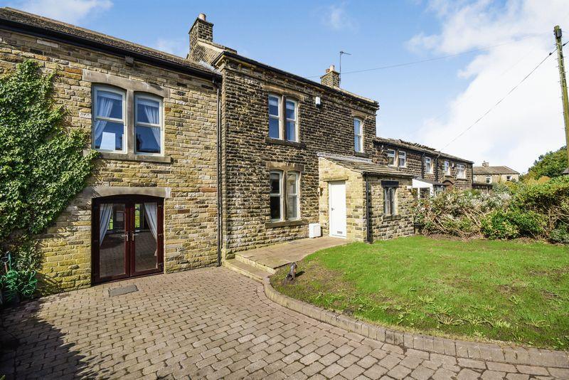 3 Bedrooms Semi Detached House for sale in 161 Harecroft, Wilsden