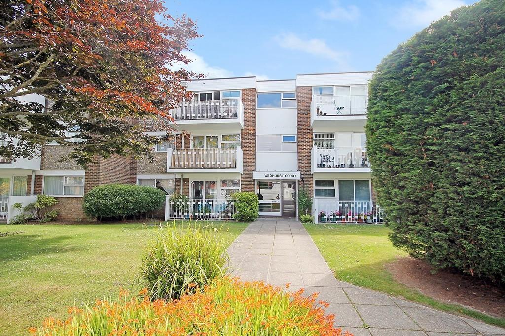 2 Bedrooms Ground Flat for sale in Wadhurst Court, Downview Road, Worthing BN11 4QX