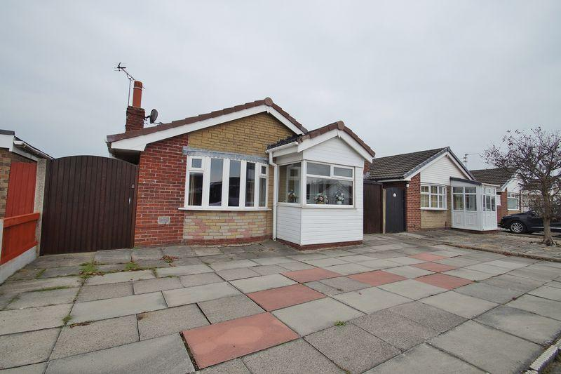 2 Bedrooms Detached Bungalow for sale in Fordham Close, Southport