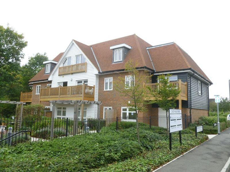 2 Bedrooms Retirement Property for sale in A lovely top floor retirement flat situated in the heart of Cheam Village.