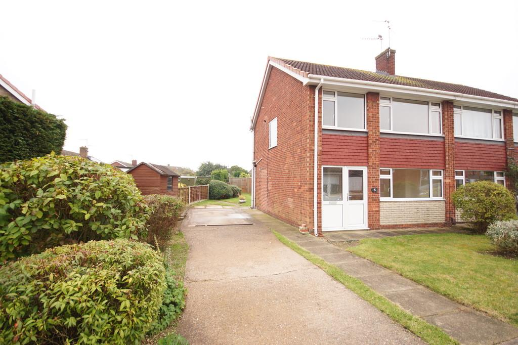 3 Bedrooms Semi Detached House for sale in Monsal Dale, North Hykeham
