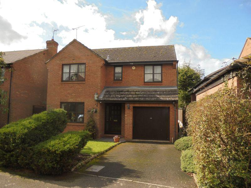 4 Bedrooms Detached House for sale in St James Close, Harvington