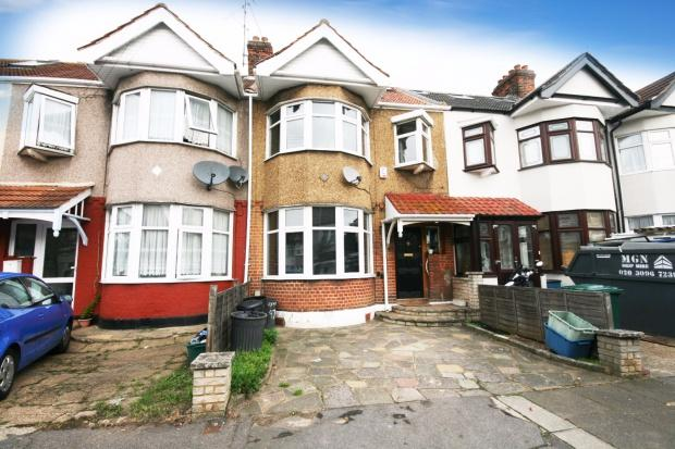 4 Bedrooms Terraced House for sale in Lynn Road, Newbury Park, IG2