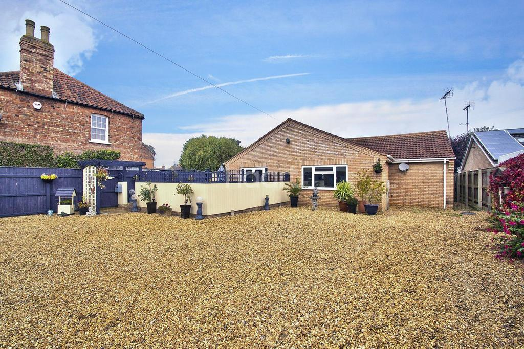 3 Bedrooms Bungalow for sale in Woad Lane, Long Sutton
