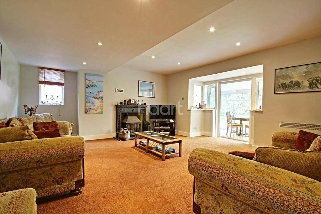 4 Bedrooms Bungalow for sale in Pudsey Hall lane, Canewdon