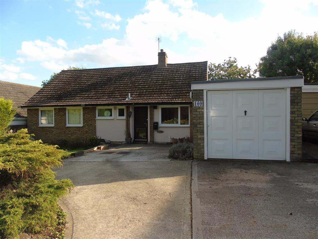 5 Bedrooms Detached Bungalow for sale in Woods Avenue, Hatfield