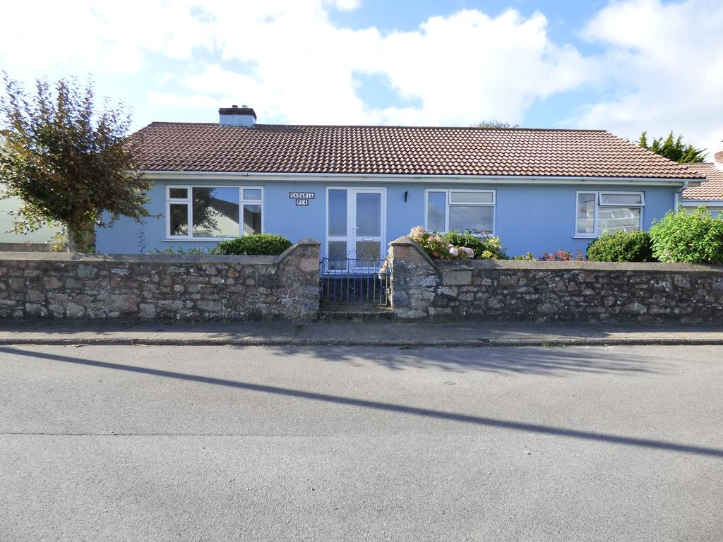 3 Bedrooms Detached Bungalow for sale in Alderney GY9 3YP