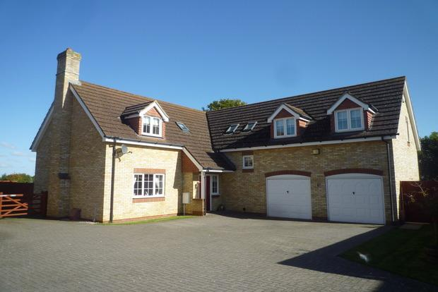 5 Bedrooms Detached House for sale in The Paddocks, Wimblington, PE15