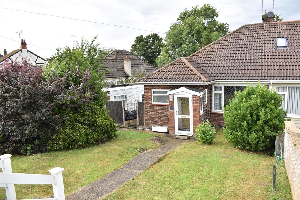 2 Bedrooms Semi Detached Bungalow for sale in Benfleet