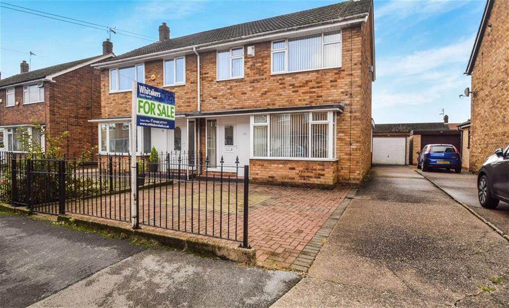 3 Bedrooms Semi Detached House for sale in Sutton House Road, Hull, HU8