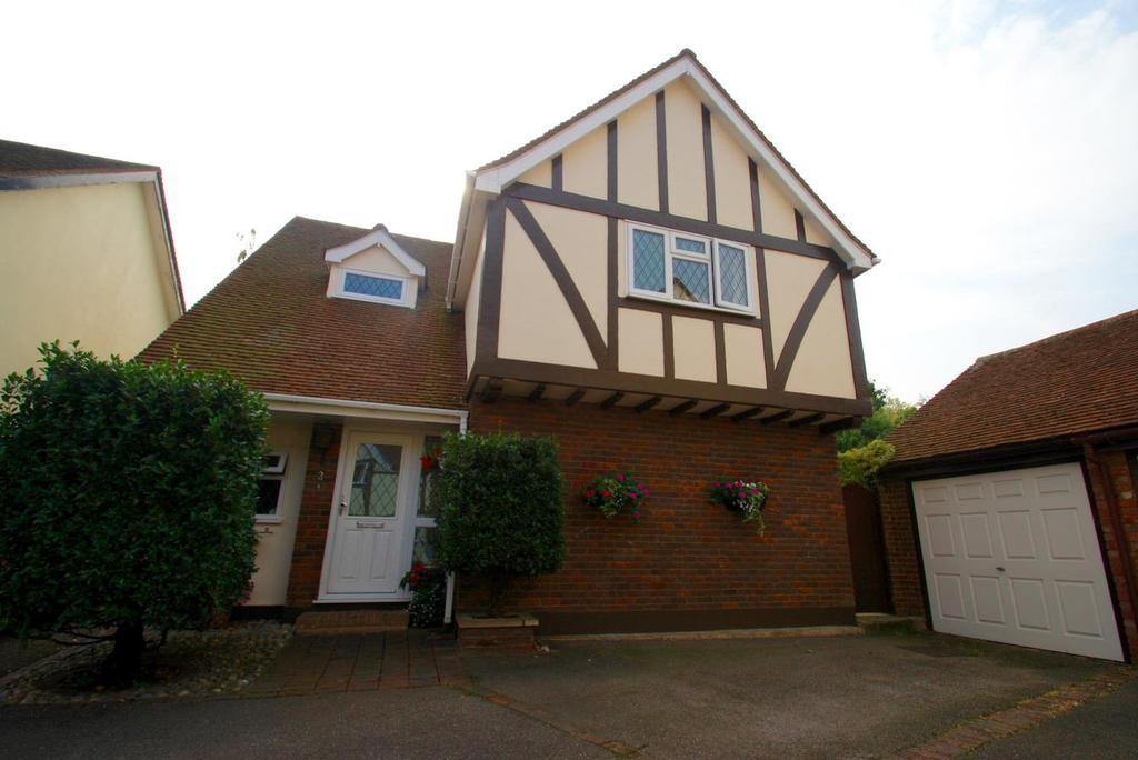 4 Bedrooms Detached House for sale in The Gables, Leigh-On-Sea