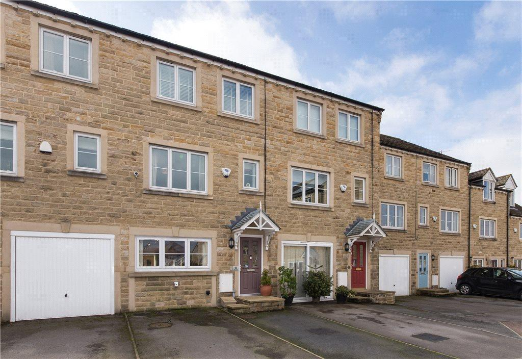 3 Bedrooms Town House for sale in Bartle Court, Wilsden, Bradford, West Yorkshire