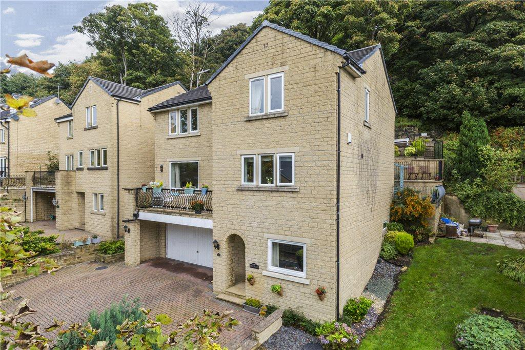5 Bedrooms Detached House for sale in Moorbottom Lane, Bingley, West Yorkshire