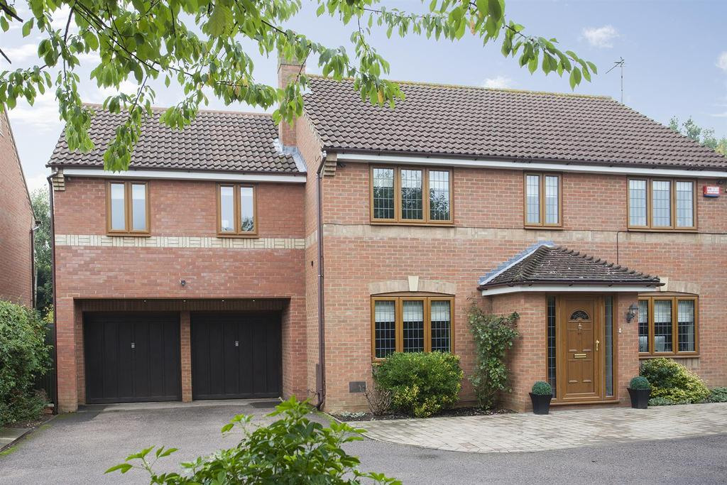 5 Bedrooms Detached House for sale in Rackstraw Grove, Old Farm Park, Milton Keynes