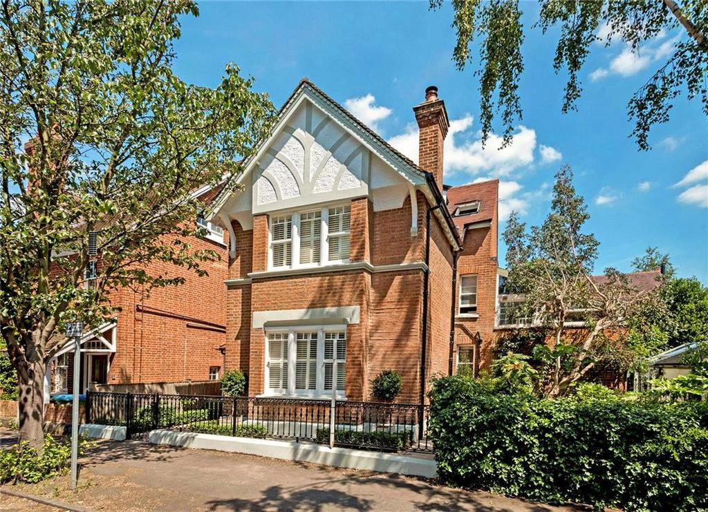 4 Bedrooms Detached House for sale in Feltham Avenue, East Molesey, Surrey, KT8