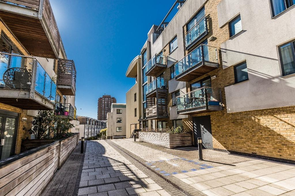 1 Bedroom Flat for sale in Kingscote Way Brighton East Sussex BN1
