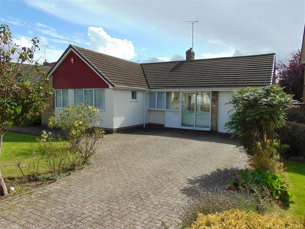 3 Bedrooms Detached Bungalow for sale in Martin Road, Walsall