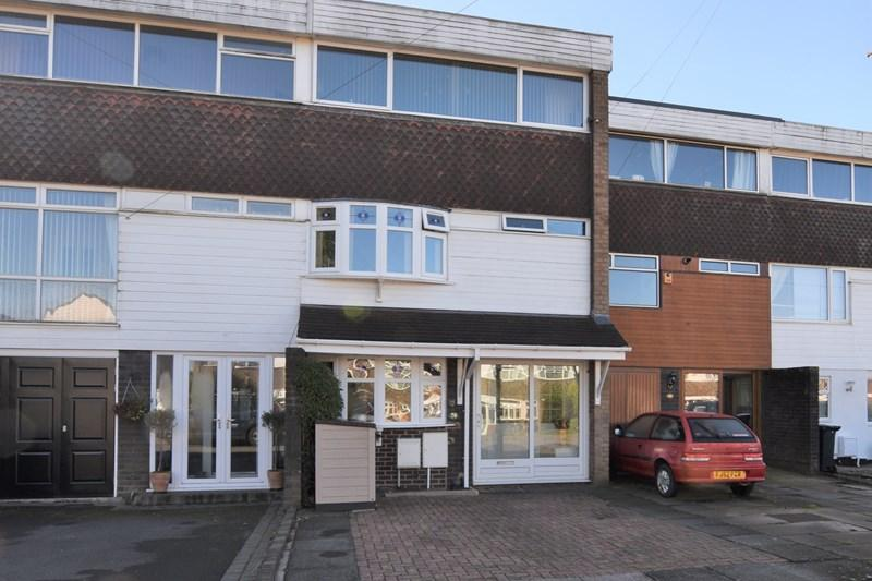 3 Bedrooms Town House for sale in High Farm Road, Hurst Green, Halesowen