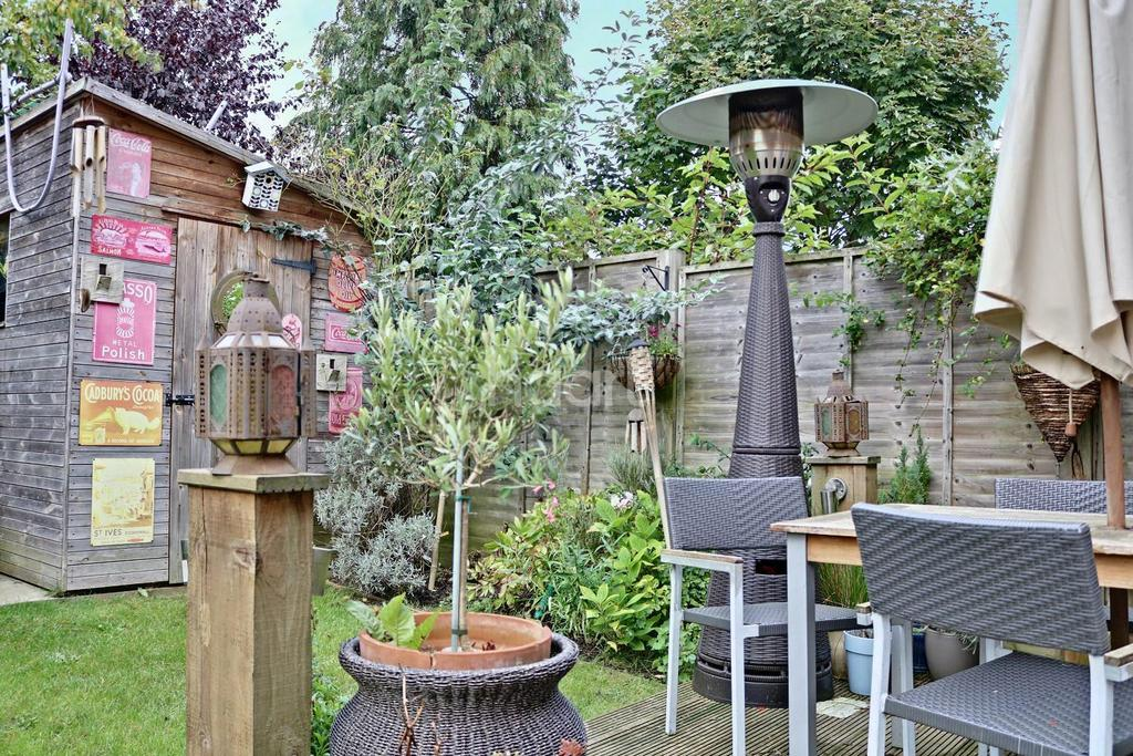 6 Bedrooms Semi Detached House for sale in Beanfield close, Riseley