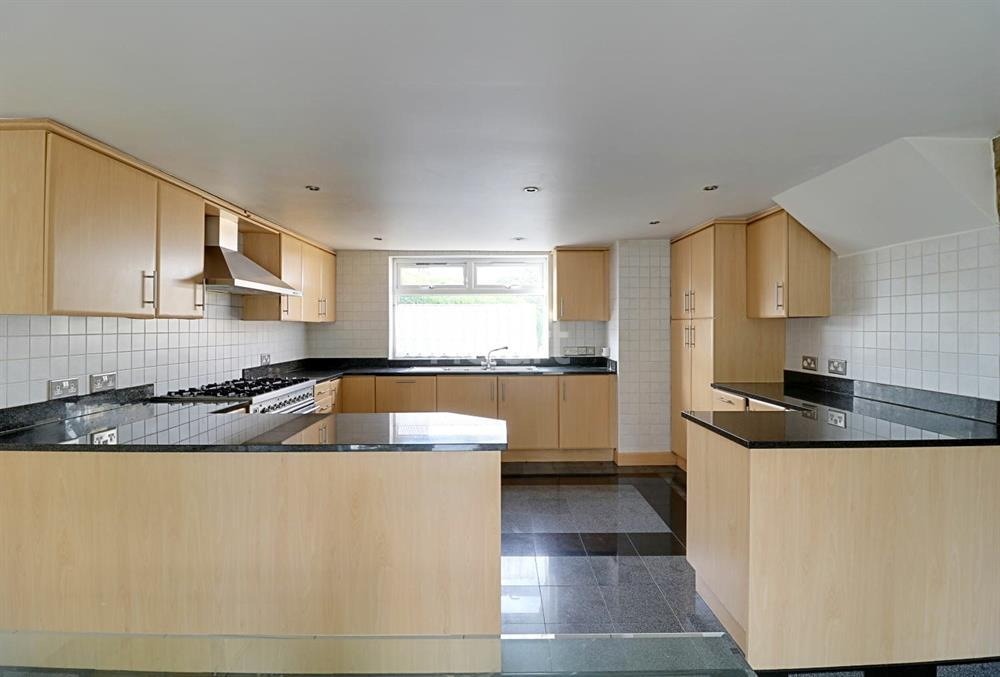 7 Bedrooms Semi Detached House for sale in Seafield Road, Arnos Grove, N11