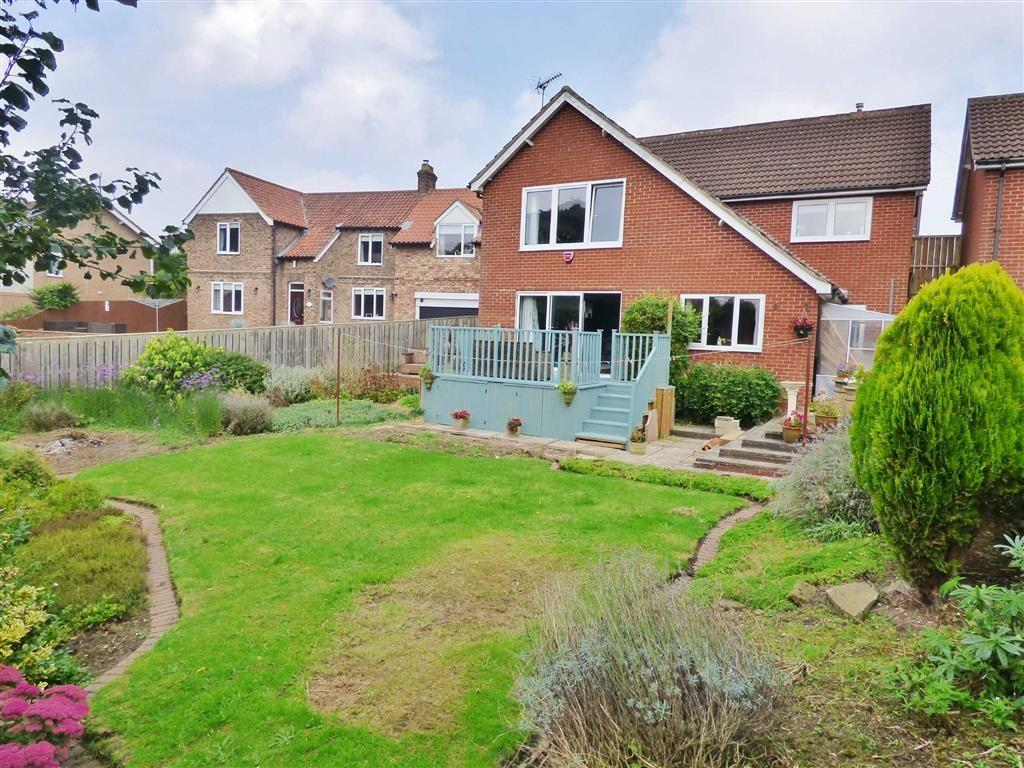 3 Bedrooms Detached House for sale in Scarborough Road, Driffield