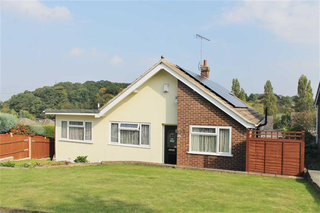 3 Bedrooms Detached Bungalow for sale in Edgehill Gardens, Istead Rise