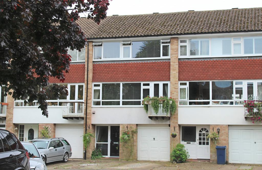 3 Bedrooms House for sale in Rookery Court, Marlow