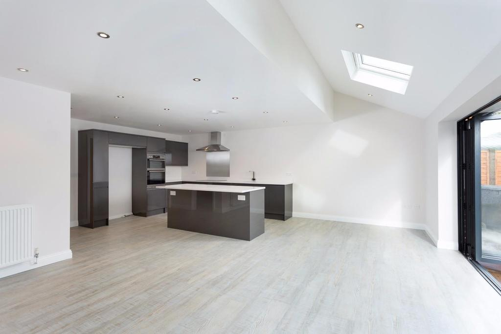 4 Bedrooms Detached House for sale in Galtres Road, Off Stockton Lane, York