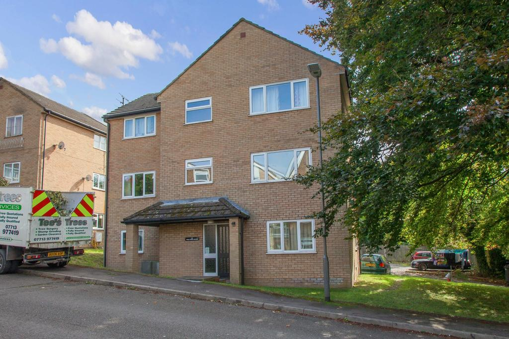 2 Bedrooms Flat for sale in Peartree House, Brambleside, High Wycombe