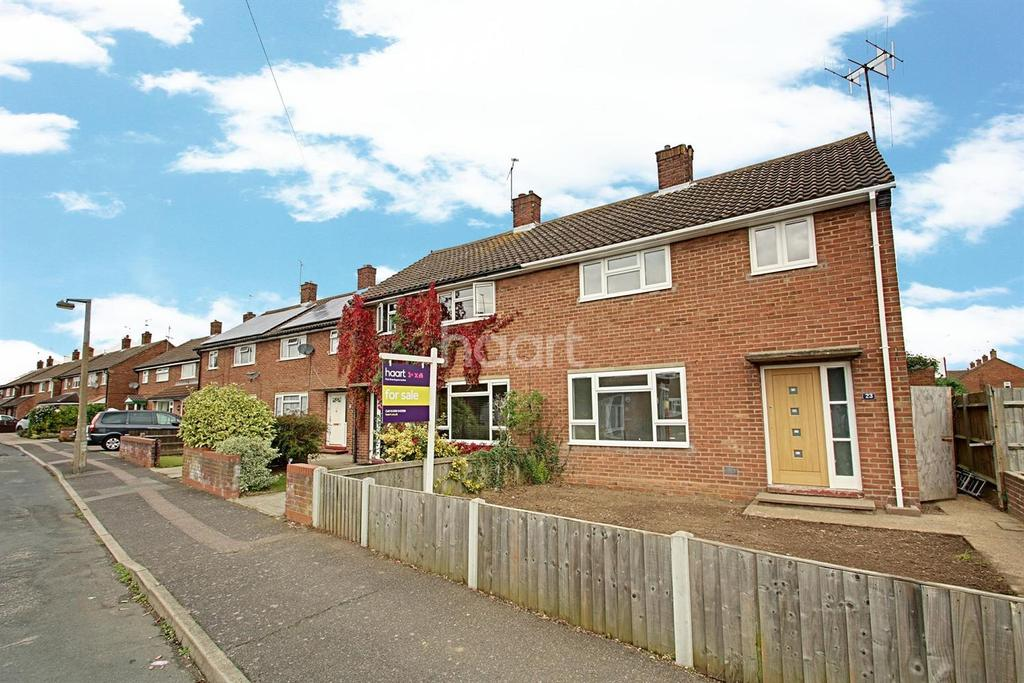 3 Bedrooms Semi Detached House for sale in Ridgewell Way, Colchester.