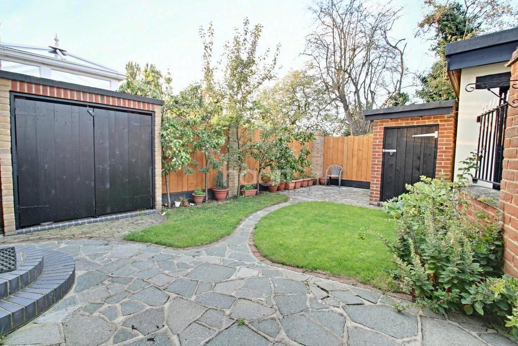 4 Bedrooms Semi Detached House for sale in Louisa Avenue, Benfleet