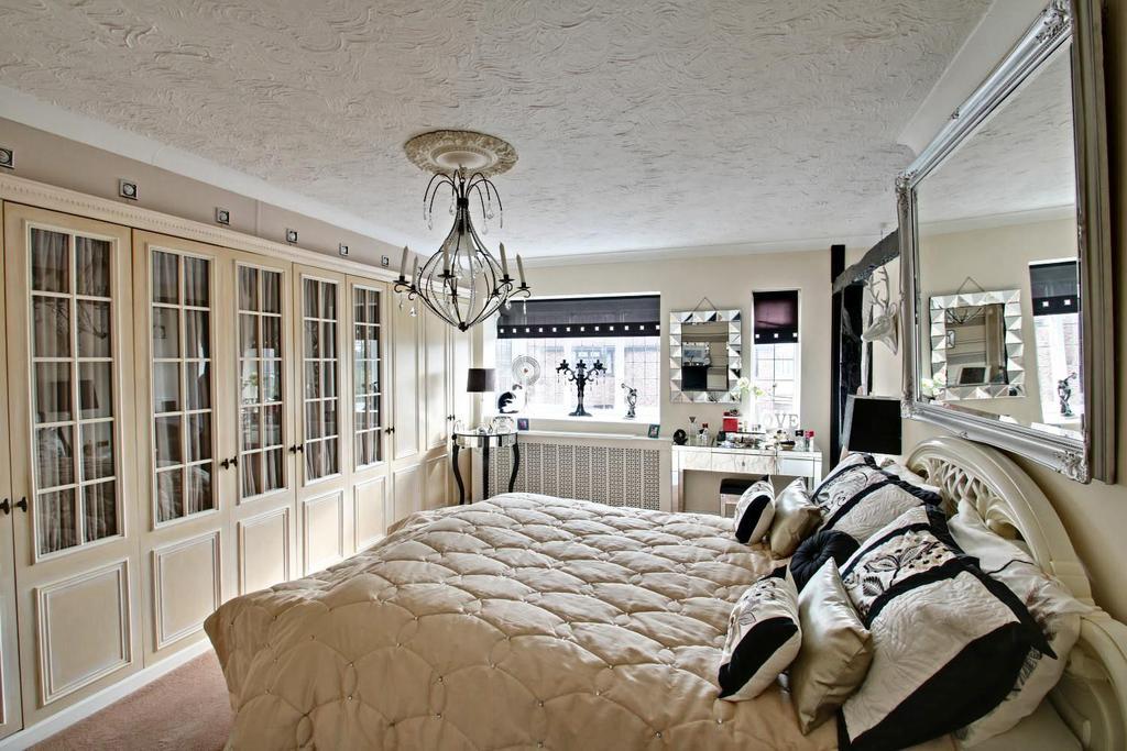 4 Bedrooms Detached House for sale in Waarden Road, Canvey Island