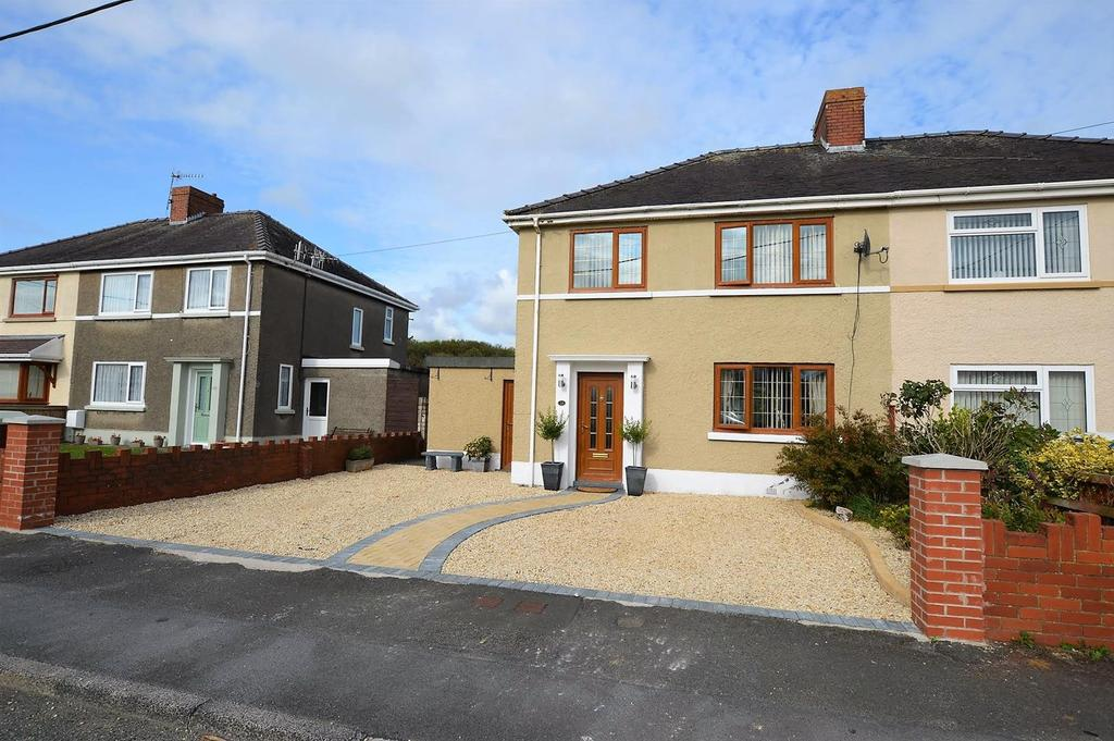3 Bedrooms Semi Detached House for sale in Brynymor, Burry Port