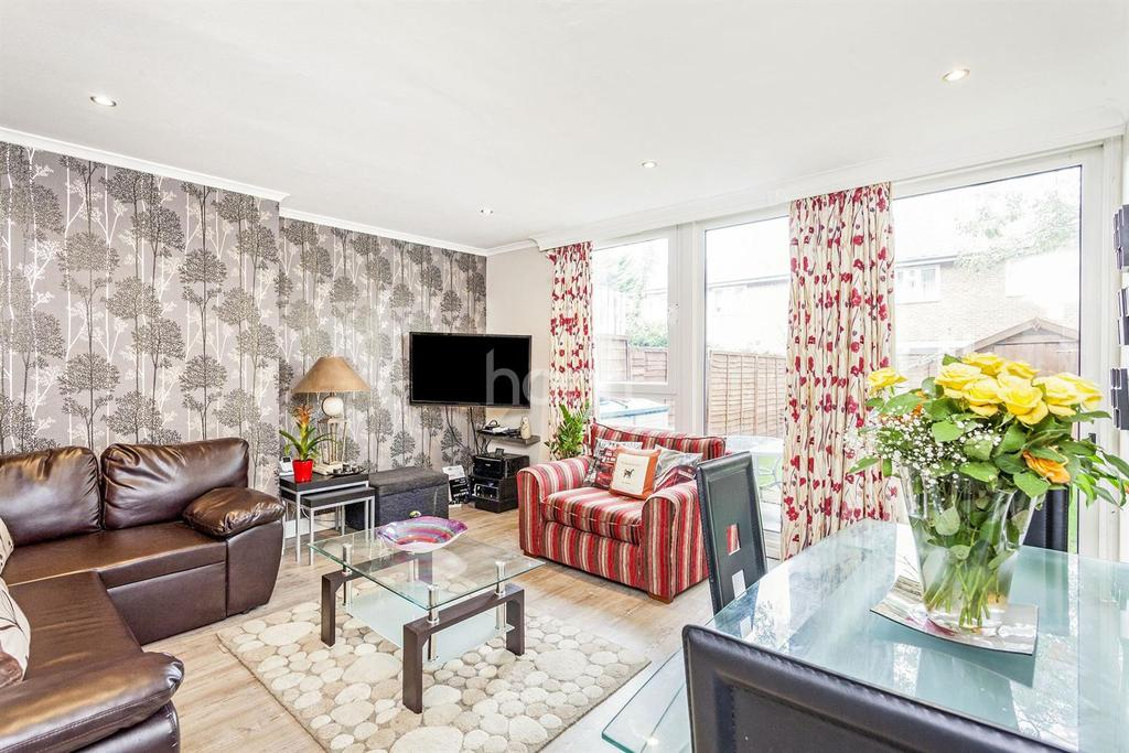 3 Bedrooms Maisonette Flat for sale in Strathdon Drive, Earlsfield
