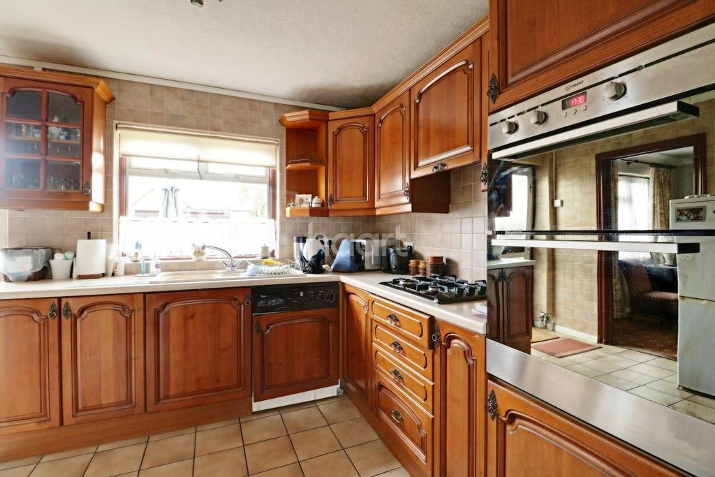 3 Bedrooms End Of Terrace House for sale in Claudian Way, Chadwell St Mary, Grays