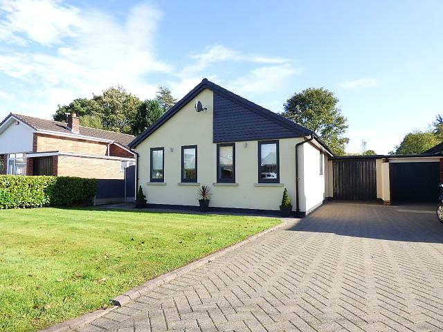 3 Bedrooms Detached Bungalow for sale in Sutton Avenue, Culcheth, Warrington
