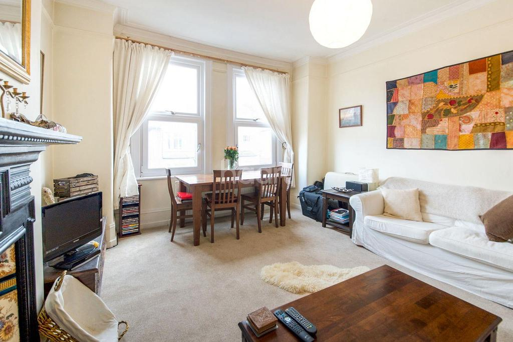 3 Bedrooms Flat for sale in Cranhurst Road, NW2