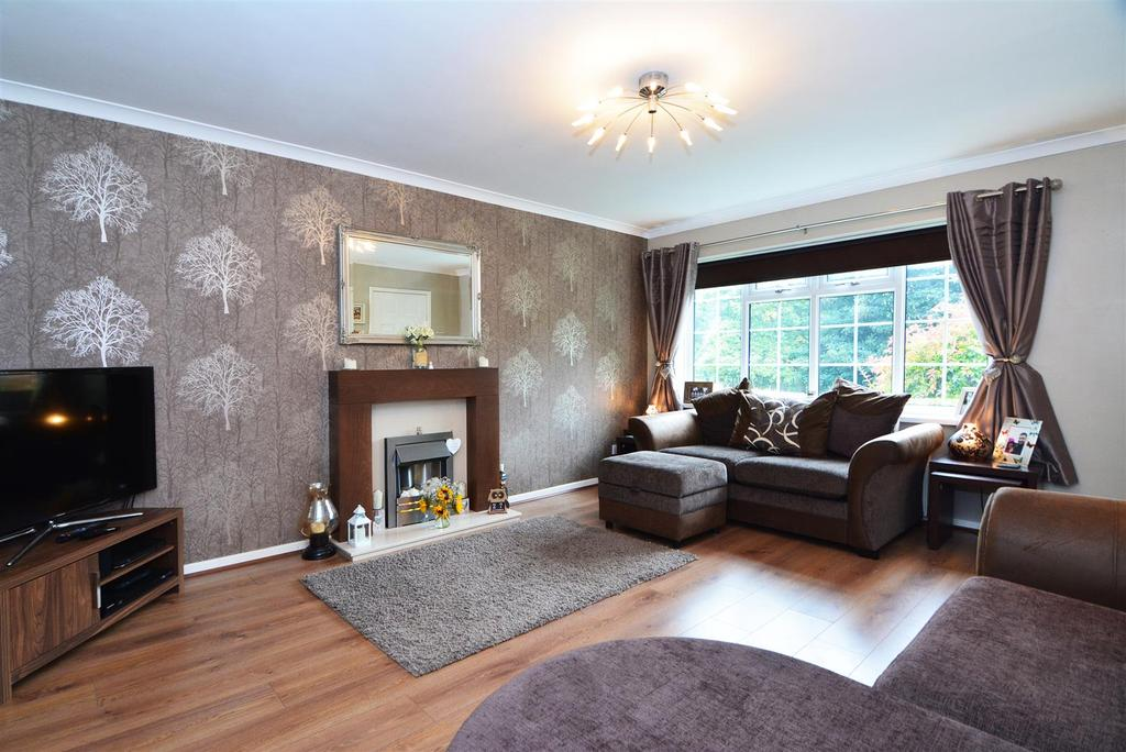 3 Bedrooms Town House for sale in Windhill Old Road, Bradford